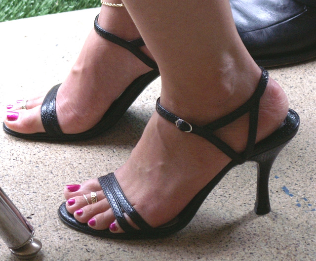 Chinese laundry sandals (F)
