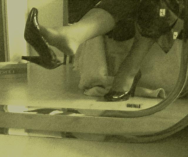 Mon amie chérie Krisontème avec permission - Nouveaux escarpins en cuir patent de 12 cm -  Dangle suprême / Photo ancienne - Vintage.