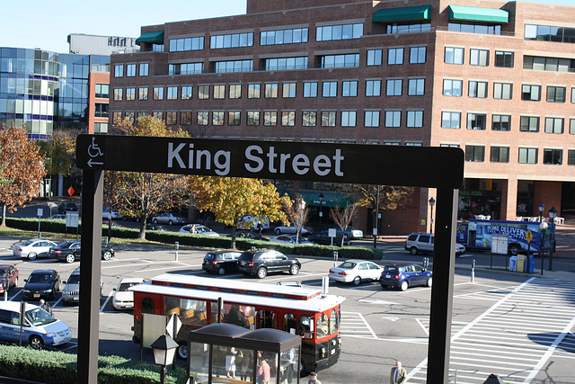 13.WMATA.KingStreet.Alexandria.VA.6November2009