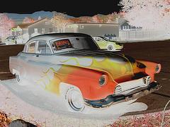 Psychedelic old car for sale / Vieille voiture psychédélique à vendre -  Négatif RVB