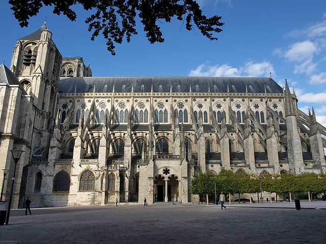 PA049253ac Bourges Cathedral St Etienne South Aisle Global View