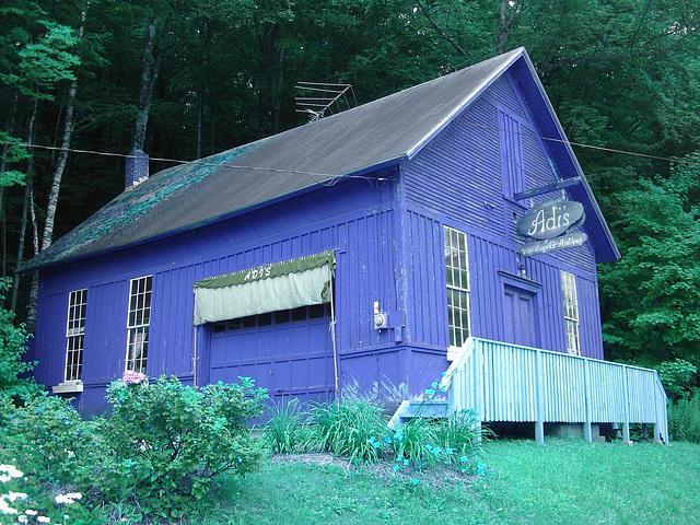 Adis antiques /  Mendon,  Vermont  USA /  États-Unis.   25 & 26 juillet 2009  -    Inversion RVB