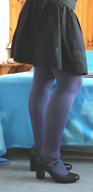 Elisa - Skirt fitting in high heels / Essayage de jupe et talons hauts  - Version éclaircie