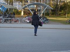 Jeune  cycliste suédoise en talons hauts / Young swedish high-heeled biker - Ängelholm / Sweden - Suède /  23-10-2008.