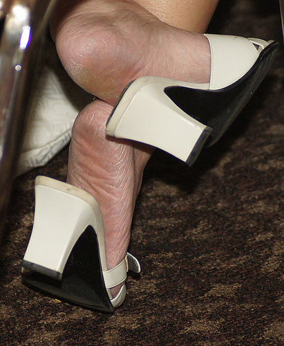 Candid  milf feet dangling shoeplay 1