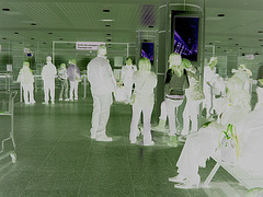 Aéroport de Montréal /  Montreal airport - 15 novembre 2008 - Négatif RVB