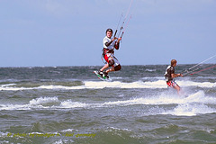 Heidkate-kitesurfing-with-friends