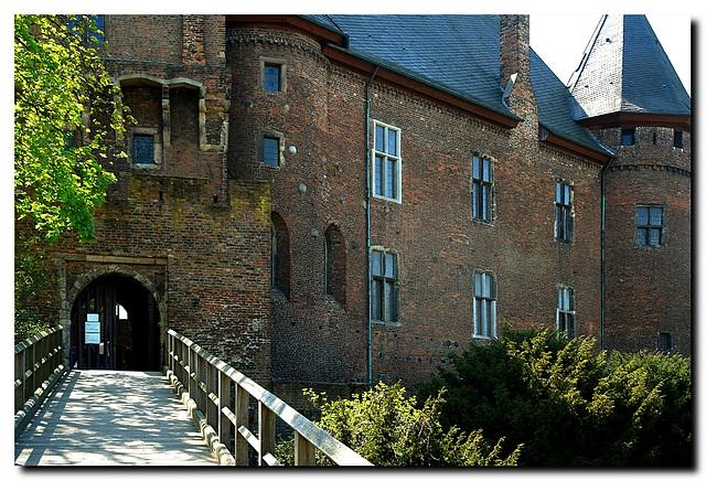 Burg Linn, Eingang