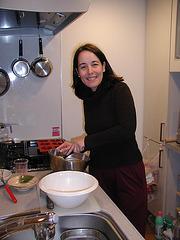 Maria bakis mufinajn kukojn en mia kuirejo.