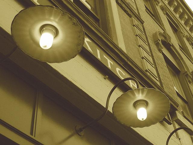 Lampadaires de façade et architecture envoûtante / Wall street lamps and enchanting architecture - Portland, Maine.  USA - 11 0ctobre 2008- Sepia