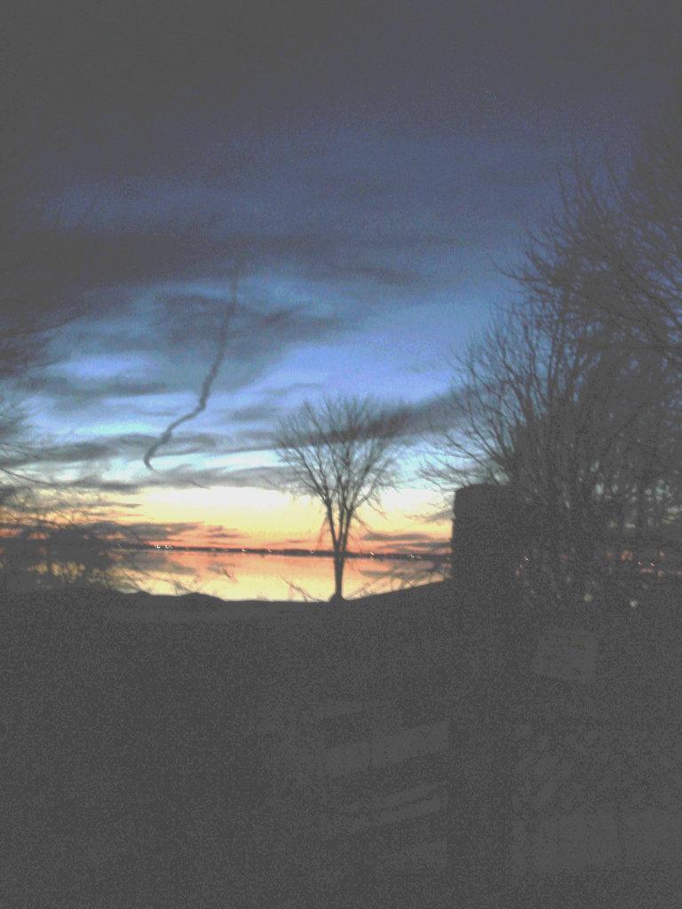 Coucher soleil au belvédère /  Viewpoint sunset  - Dans ma ville / Hometown -  2 mars 2010  - Originale éclaircie