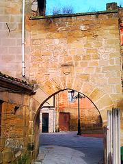 Haro (La Rioja): vieja puerta.