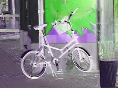Petit vélo suédois / Small swedish bike - Ängelholm / Suède - Sweden - Négatif RVB