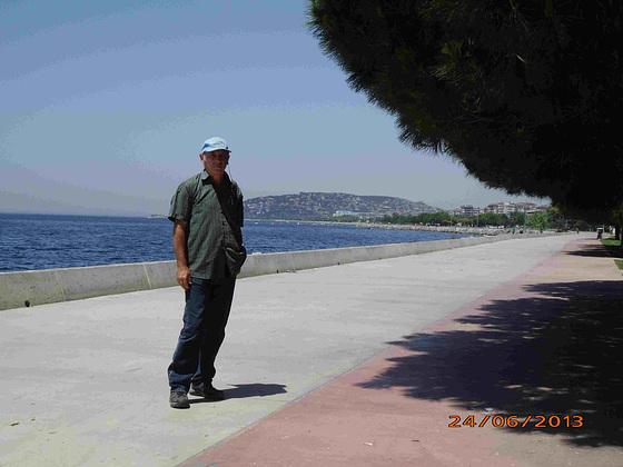 Esplanado inter Kartal kaj Maltepe ce la maro