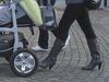 Kläd city Moms in white sneakers & high-heeled Boots / Ängelholm - Suède / Sweden.   23-10-2008