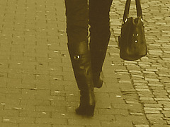 Choklad blond swedish Lady in red with sexy high-heeled boots / Blonde en rouge avec bottes de cuir à talons hauts-  Sepia