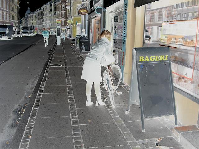 Bageri blonde Danish mature biker in chunhy hammer heeled boots /  Copenhagen, Denmark - 19-10-2008 - Négatif RVB