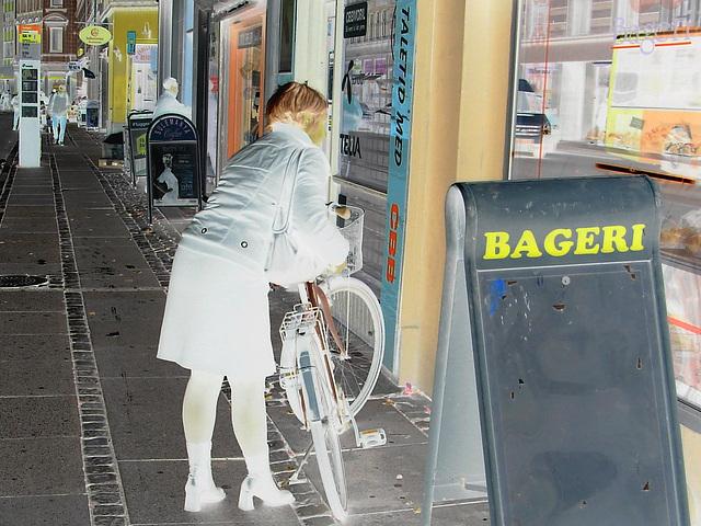 Bageri blonde Danish mature biker in chunhy hammer heeled boots /  Copenhagen, Denmark - 19-10-2008- Négatif RVB