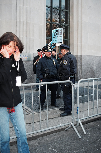04.10.M20.AntiWar.NYC.20March2004