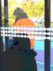 Bus shelter Lady in hidden hammer heeled boots and jeans /  Abribus et bottes de cuir à talons marteaux - Postérisation