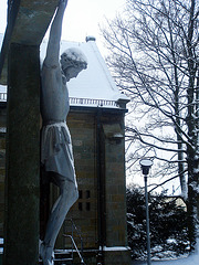 Halbnackt im Schnee