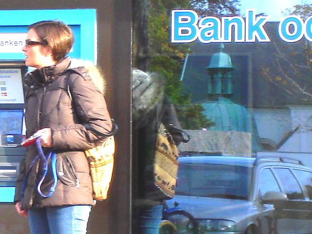 Handlesbanken booted swedish Lady with her dog /  La Dame bottée Handlesbanken avec son petit chien mignon - Version éclaircie