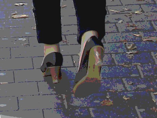 Expresso house Swedish duo - Flat boots and high heels /  Piétonnes suédoises - talons hauts et bottes à talons plats -   Ängelholm - 23-10-2008- Postérisation