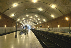 MONACO: Les quais de la gare.