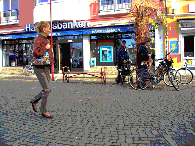 Handlesbanken ultra mature Lady in sexy rowboat shoes /  Jolie Dame d'âge mur en chaussures sexy à petits talons - Ängelholm  / Suède - Sweden.  23 octobre 2008- Postérisation
