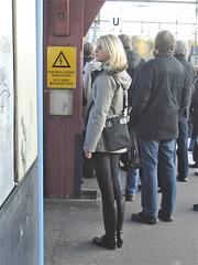 Electric Swedish blonde in chunky heeled boots /  Suédoise blonde électrique en bottes de cuir à talons trapus