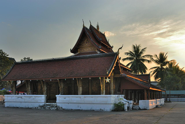 Wat Mai Suwannaphumaham in sunset light