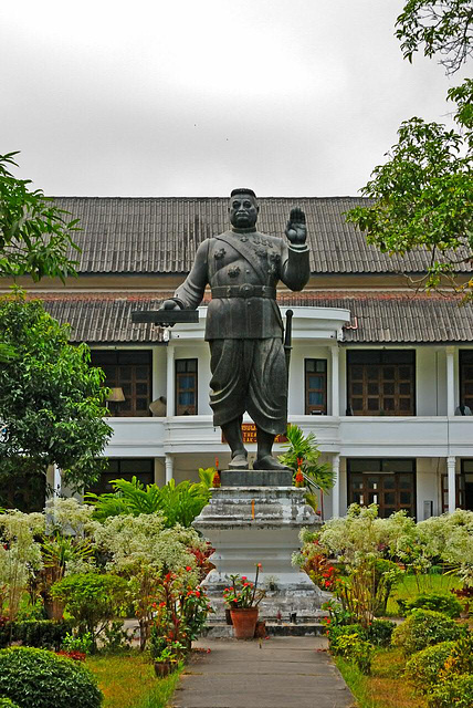 Statue of Sisavang Vong on the palace grounds
