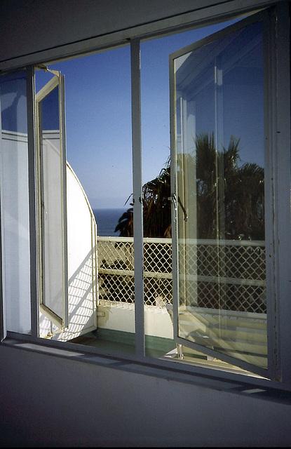 PICT0122 Shangri La Fenster
