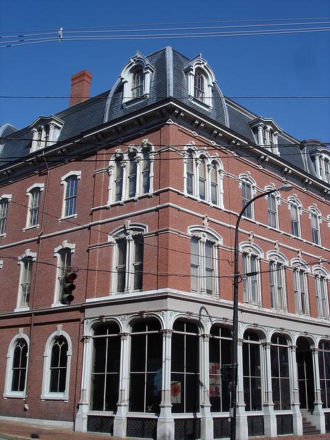 Austérité architecturale /  Architectural harshness  -  Portland, Maine - USA .  11 octobre 2009