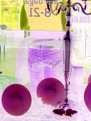 Candelabra eyesight /  Mauve balloons and readhead swedish Lady in jeans /  Assortiment de jeans et ballons mauves -  Négatif RVB