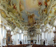 Wieskirche: Blick zum Eingang und zur Orgel. ©UdoSm