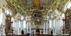 Wieskirche: Die zwei Seitenaltäre und die Orgel. ©UdoSm