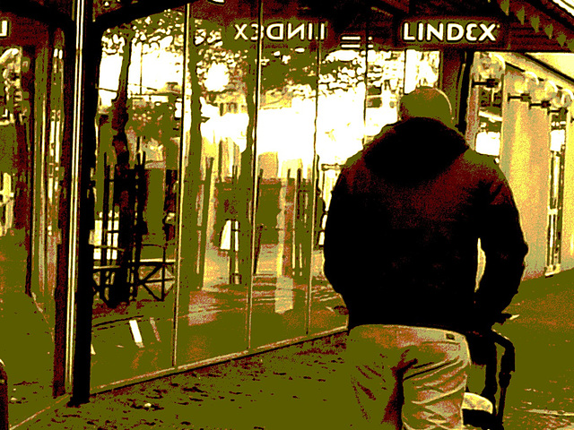 Papa Lindex aux belles fesses / Lindex father with nice fanny - Ängelholm / Suède - Sweden.  23 octobre 2008  - Sepia postérisé