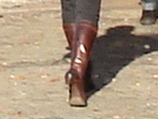 Rouquine suédoise avec bottes de Dominatrice / Lindex short redhead Swedish Lady in Dominatrix Boots - Ängelholm / Suède - Sweden.  23 octobre 2008