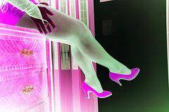 Lady Roxy / Escarpins rouges et jambes troublantes /  Inversion RVB
