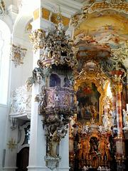 Wieskirche: Die Kanzel nahe dem Altarraum. ©UdoSm