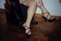 Lady Roxy avec permission / Croisé de jambes en talons hauts.