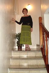 Elisabeth en talons hauts du haut de l'escalier / Pure elegance in high heels -   Avec permission.