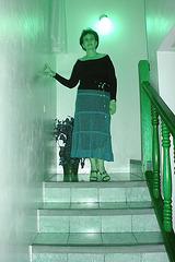 Elisabeth en talons hauts du haut de l'escalier / Elisabeth in high heels under the spotlight -   Avec permission - Inversion RVB / 13 juin 2008.