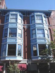 Box-windows jumeaux / Twin box-windows - Proctor building 1898 /  Portland, Maine.  USA.  11 octobre 2009