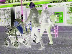 Kläd city Moms in white sneakers & high-heeled Boots / Ängelholm - Suède / Sweden.   23-10-2008   -  Négatif RVB