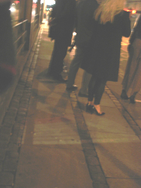 Blurry Danish blond Lady in black high heels shoes /  Copenhague -  25 octobre 2008