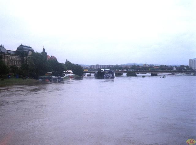 2002-08-13 11 inundo en Dresdeno