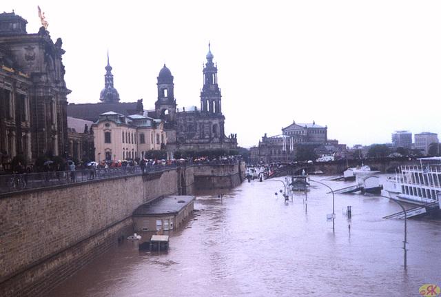 2002-08-13 07 inundo en Dresdeno
