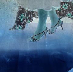 Nouvelles chaussures de mariage / New wedding shoes -   Christiane avec / with permission - Juillet 2009.  Négatif
